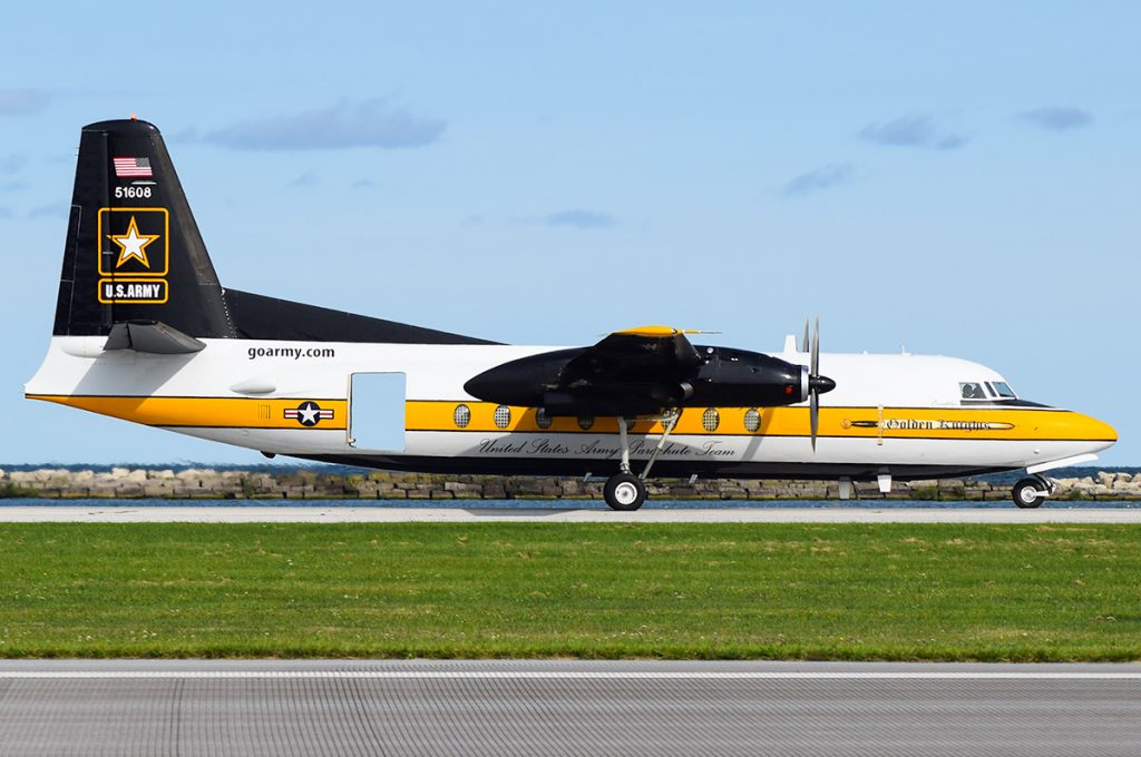 De F27 Excalibur van de stichting VNCE taxied op het vliegveld lelystad