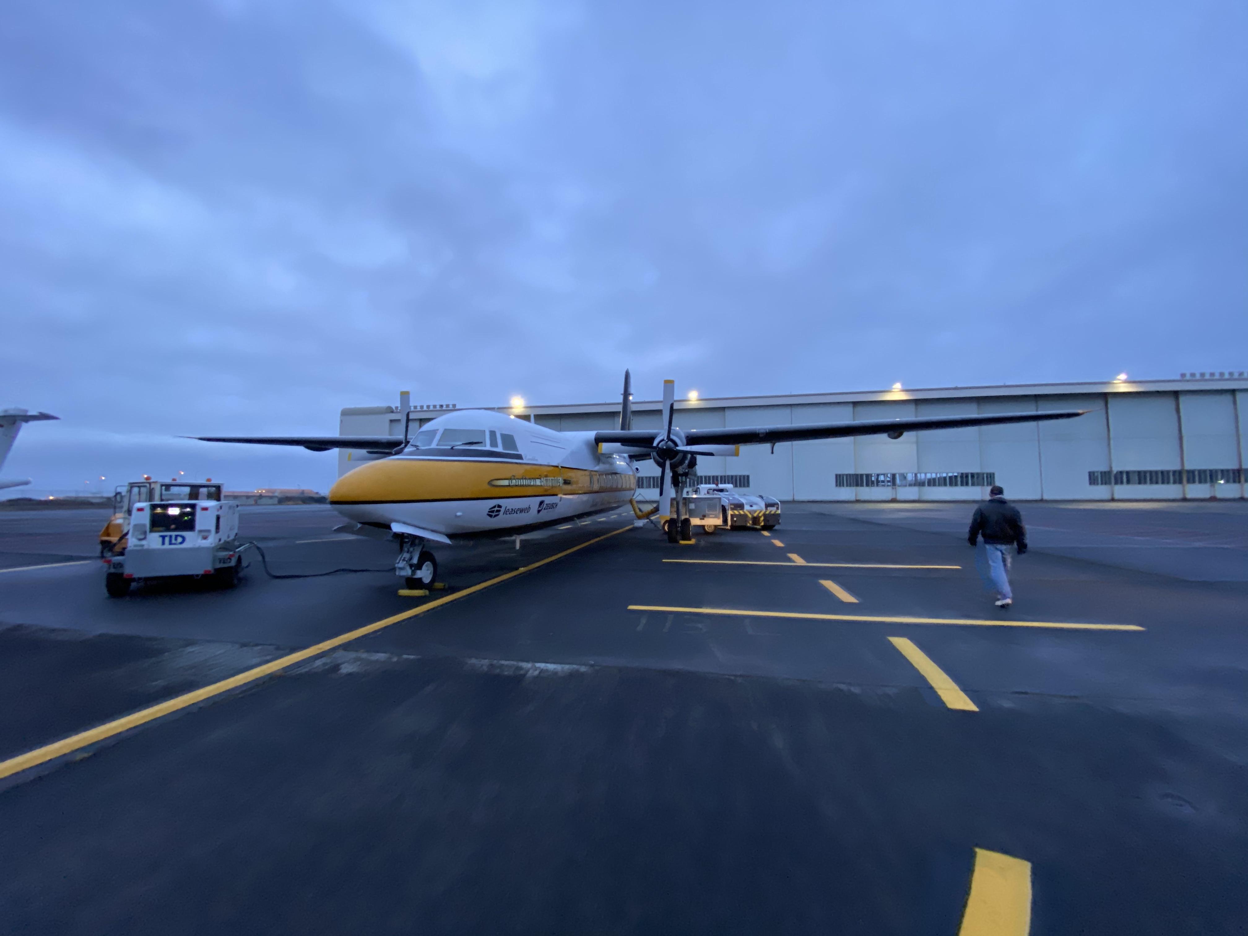 De F27 Excalibur - Van Reykjavik naar Lelystad - De kist wordt alvast verwarmd..